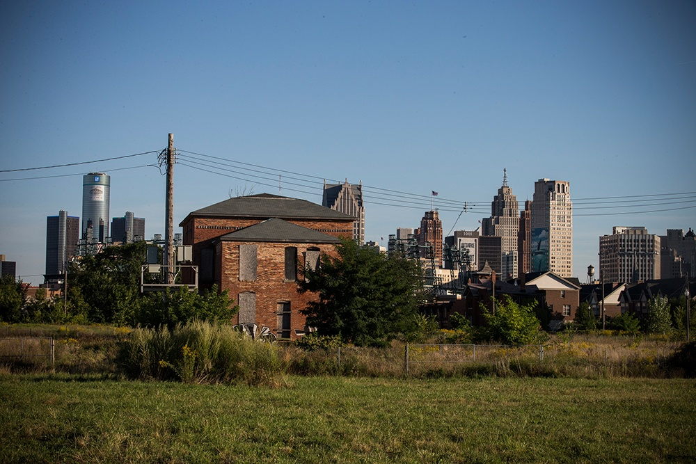 An abandoned home is seen with the Detroit skyline in the background on September 5, 2013 in Detroit, Michigan. Detroit is struggling with over 78,000 abandoned homes across 140 square miles and 16% unemployment; in July, the city declared bankruptcy. (Photo by Andrew Burton/Getty Images)